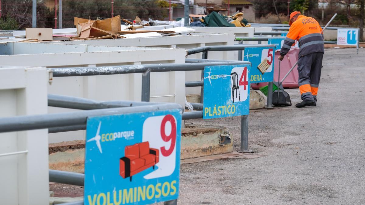 El ecoparque de Elda lidera en el Consorcio Crea la recogida de residuos para su posterior tratamiento en la planta de Villena.