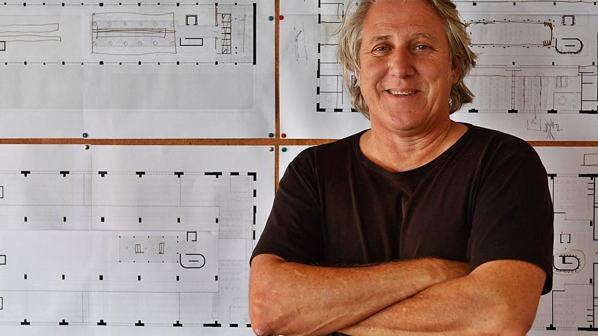Carlos Pita Abad posa en su estudio