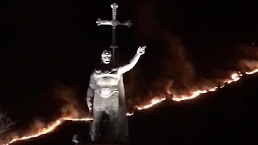 Incendio en las inmediaciones de la Cruz de Priena, cerca del real sitio de Covadonga