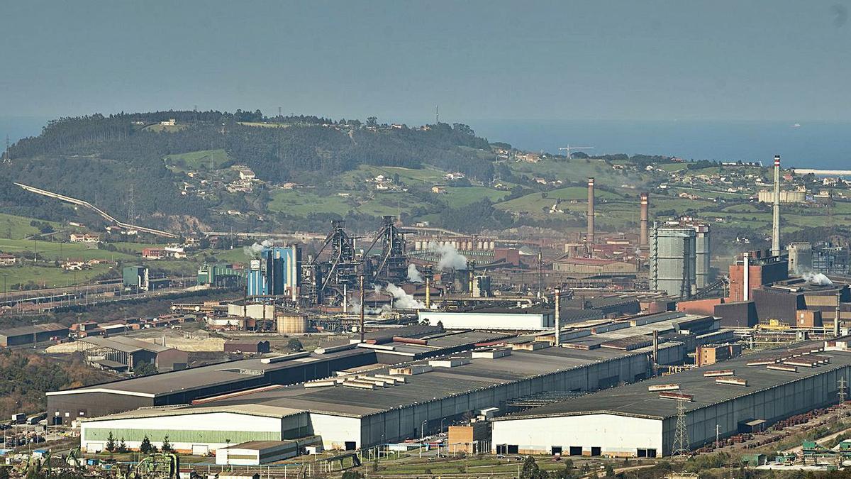 Las instalaciones de ArcelorMittal en Veriña (Gijón).   Juan Plaza