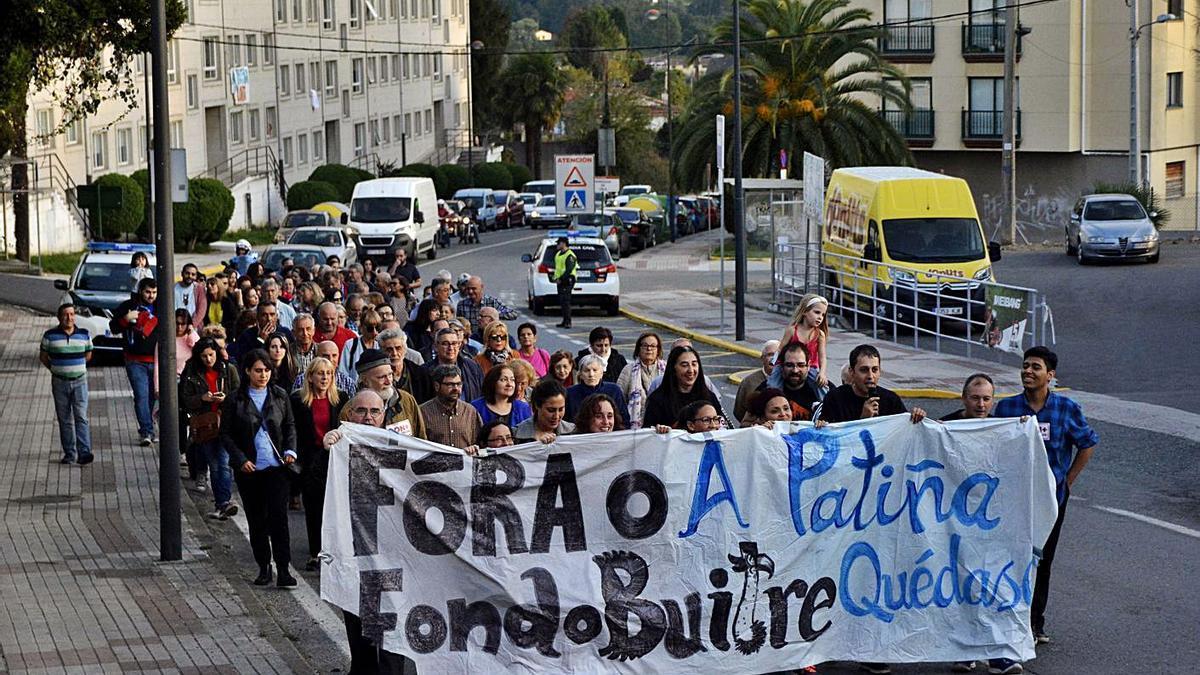 Protesta vecinal de vecinos de A Patiña en Cambre en 2019.     // ARCAY/ROLLER AGENCIA