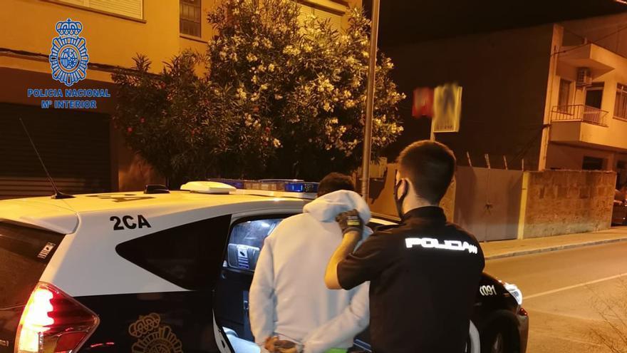 Dos detenidos por robar en coches aparcados en sa Indioteria