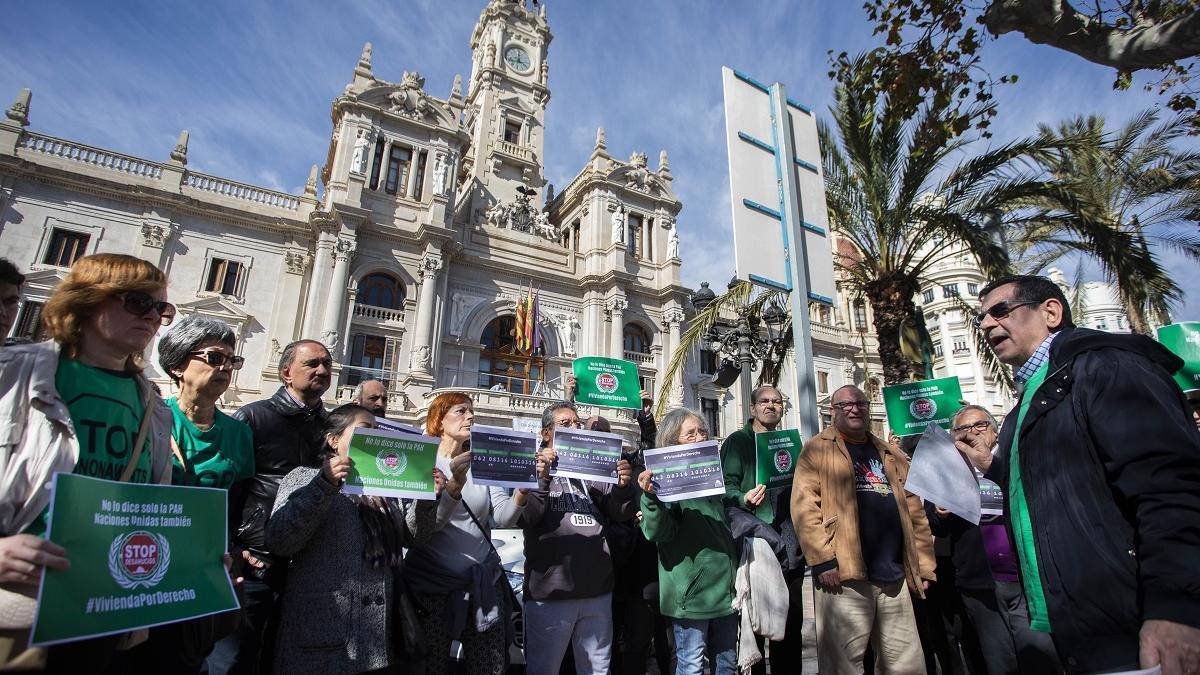 Protesta de la PAH bajo el lema Vivienda Por Derecho.