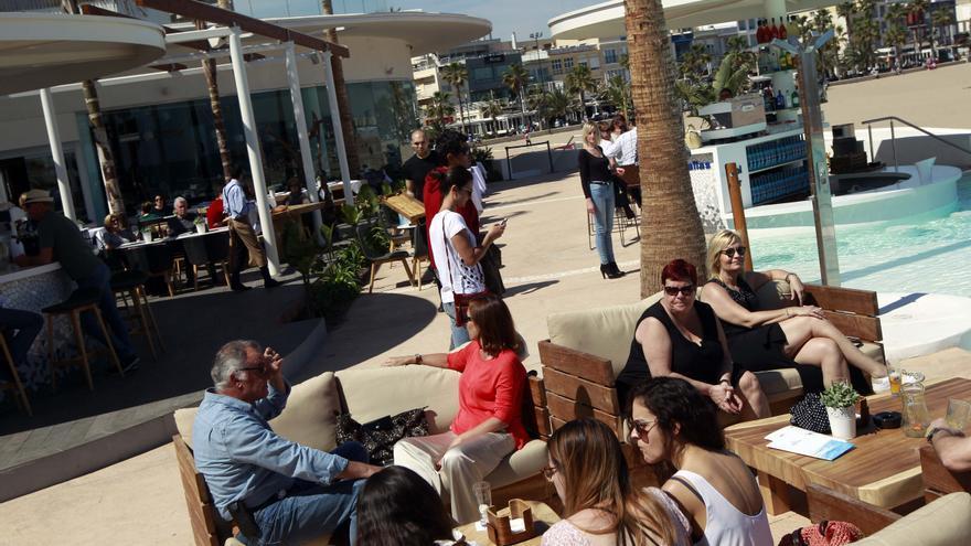 El ayuntamiento admite que la terraza de Marina Beach se cerró de manera legal