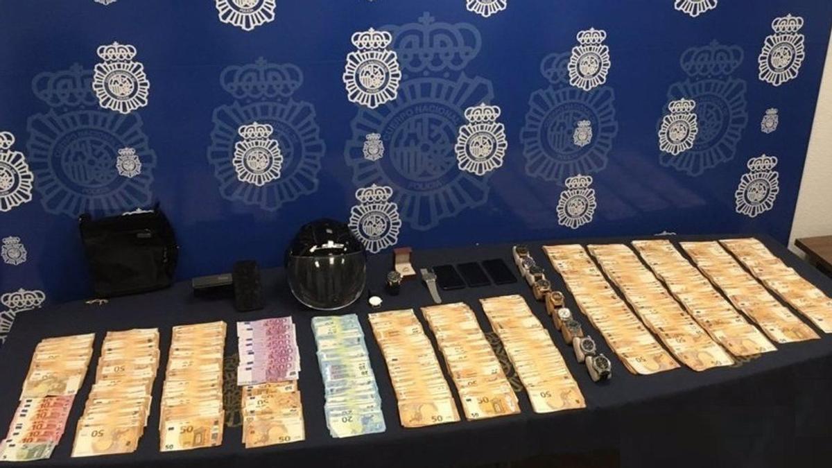 Dinero robado en la vivienda de un hombre al que golpearon con la culata de una pistola