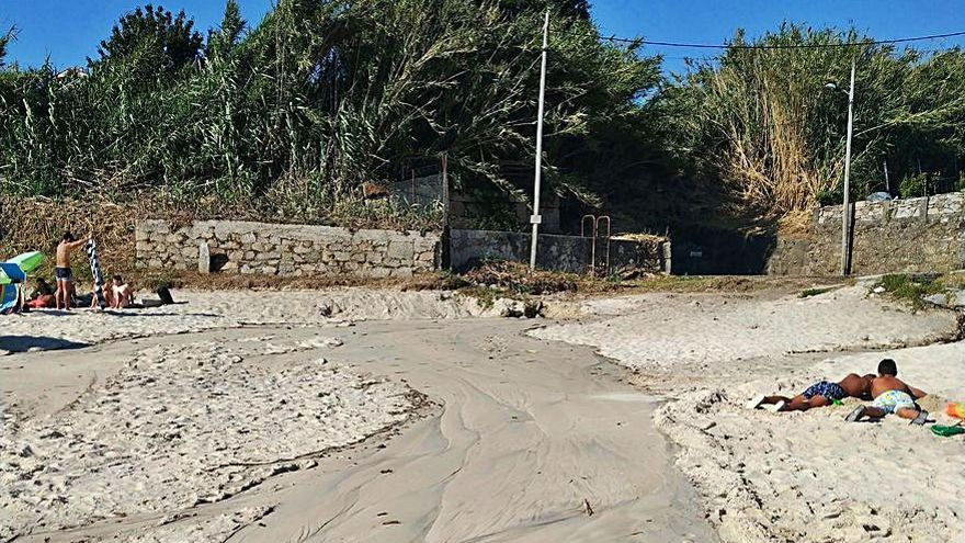 El bombeo de Santa Marta se paró tres veces en 24 horas y causó vertidos a la playa