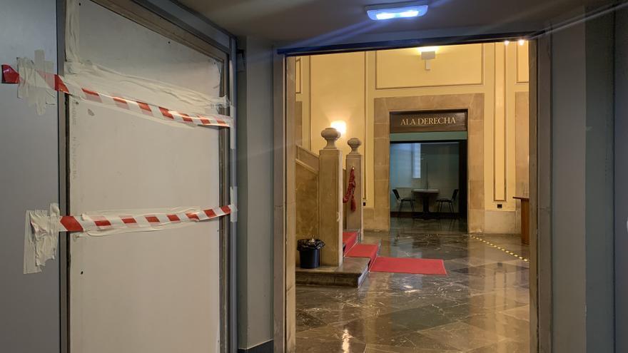 Hallan restos antiguos en la obra del ascensor del Ayuntamiento de Avilés, que puede seguir adelante