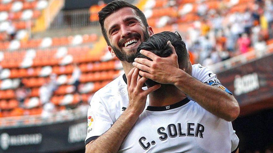 Arranca la carrera del Valencia CF para los blindajes de Soler y Gayà