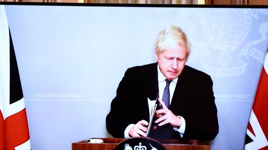 """Reino Unido Johnson anuncia """"severas restricciones"""""""