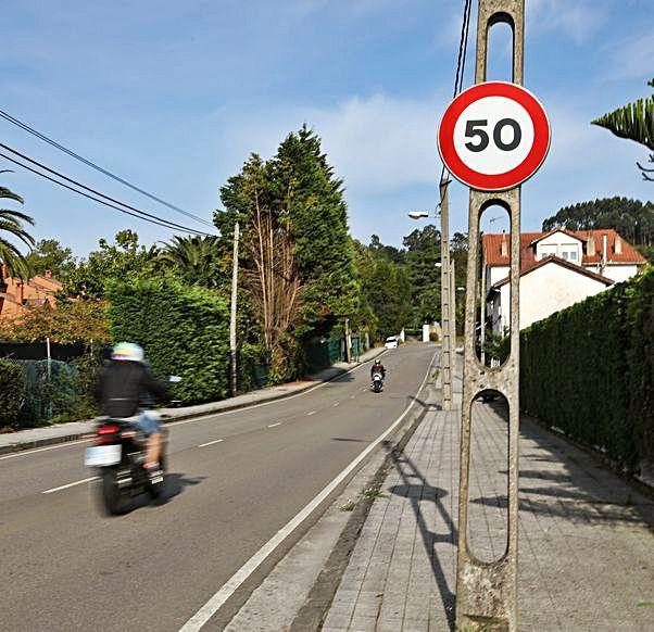 Una señal de limitación a 50 km/h.   Juan Plaza