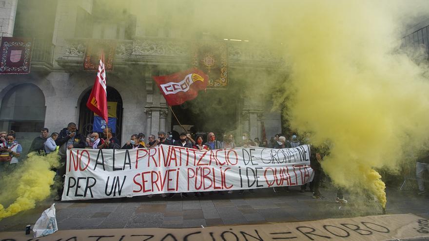 Protesta dels treballadors de Girona + Neta en contra de la privatització del servei públic de neteja