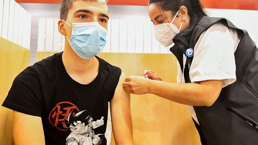 Vilagarcía dedica 120.000 euros a la limpieza extra de los colegios durante un año más