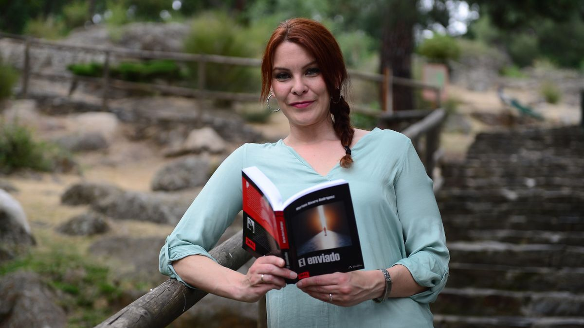 Myriam Rivero, con el libro que presentará este viernes.