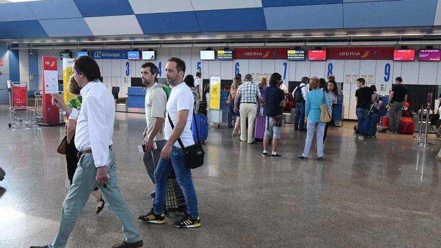 El alcalde defiende que la Diputación ayude a financiar vuelos como promoción turística