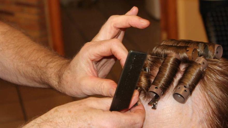 Tres detenidos y veinte multados en una fiesta ilegal en una peluquería