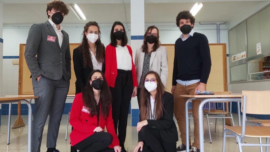 L'IES Pare Vitòria d'Alcoi guanya la fase local de la Lliga de Debat de Secundària