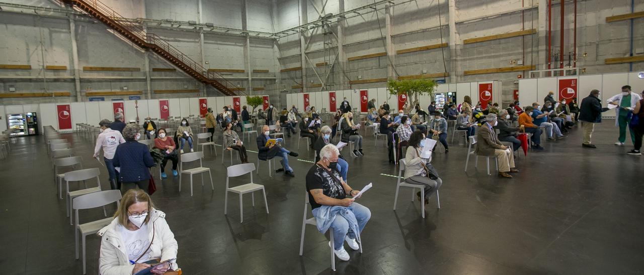 Área de espera tras la vacunación en el complejo de Ciudad de la LUz
