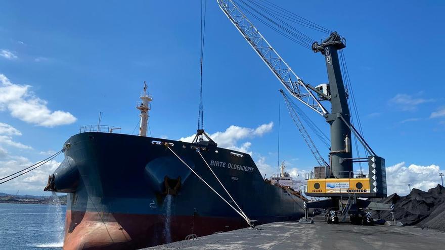 Intervenido un barco de NMR en El Musel por impago de una deuda