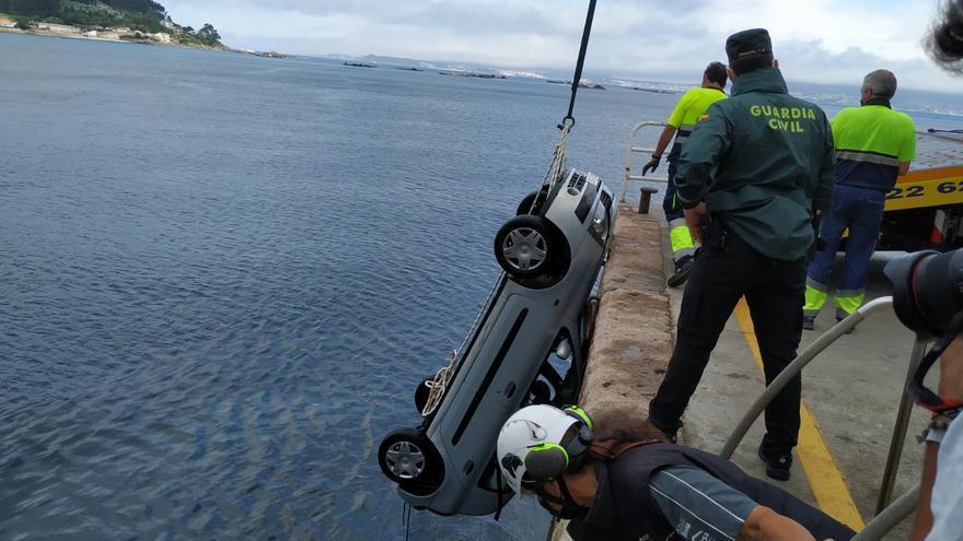 Muere un pescador recreativo en Bueu tras caer su coche al mar