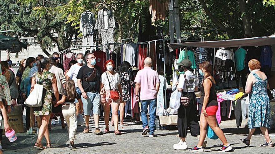 El turismo revive la feria local