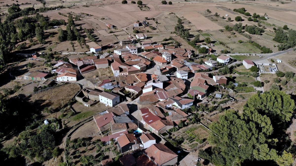 Vista aérea del pueblo de Ufones