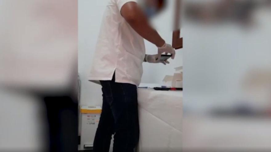 Un turista italiano denuncia la falta de fiabilidad en las pruebas PCR de un médico de Formentera