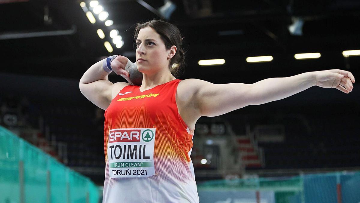 Belén Toimil se prepara para un lanzamiento en la final. |  // EFE