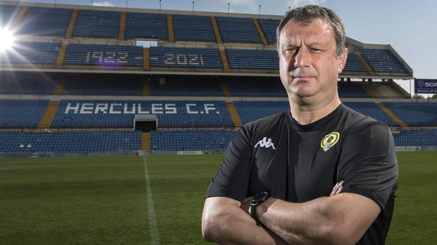 """Manolo Díaz: """"Debemos mejorar en circulación, llegada desde segunda línea y firmeza defensiva"""""""