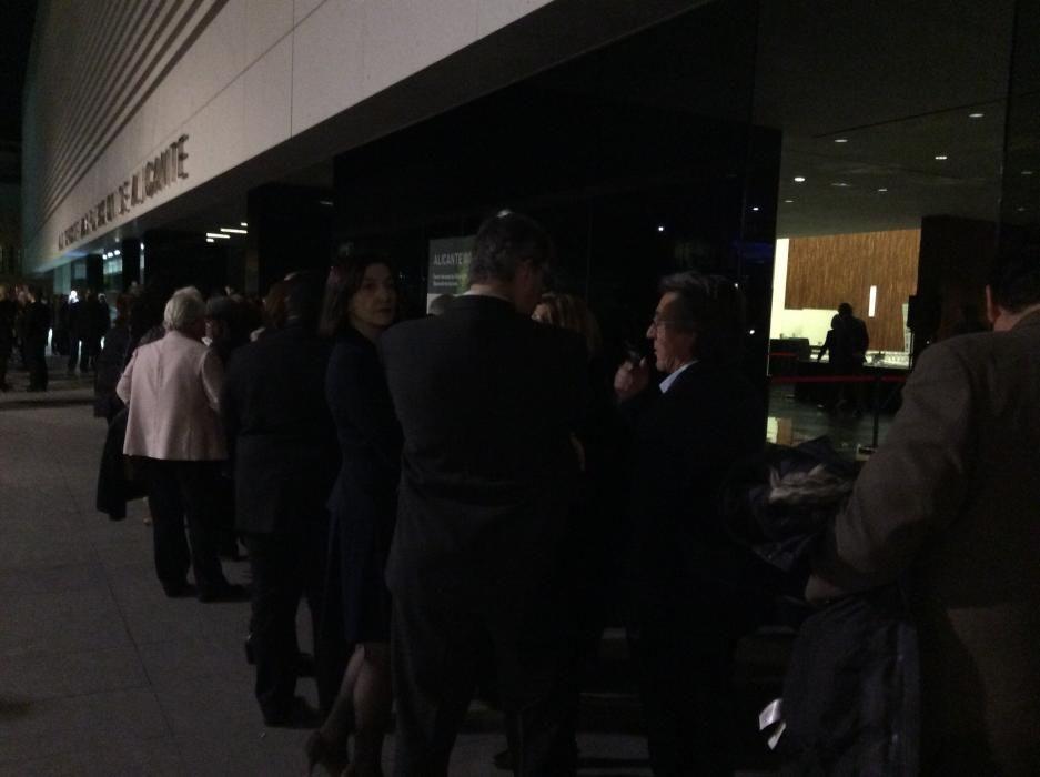 La puerta del ADDA, minutos antes del inicio de la gala