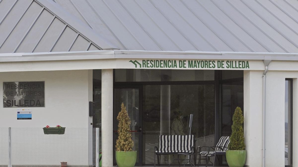 Vista de la entrada de la residencia trasdezana.//Bernabé/Javier Lalín