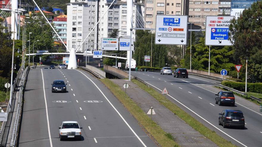 Un carril de la avenida de San Cristóbal, cortado por obras en la mediana