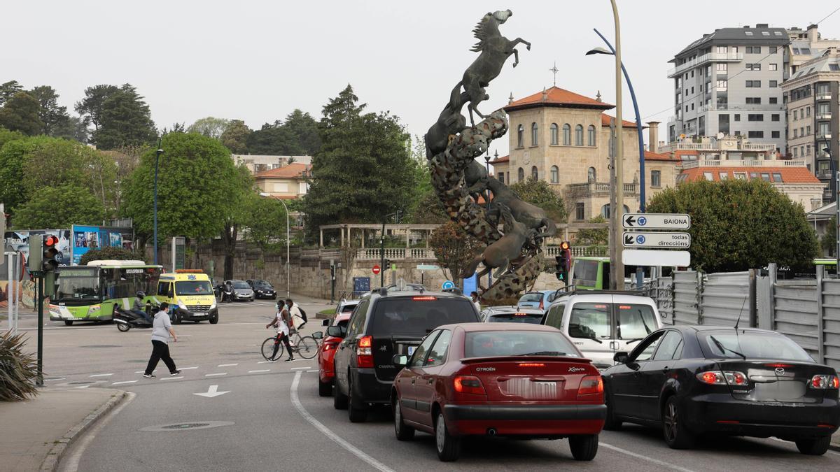Salida a la Plaza de España desde la calle Puerto Rico en Vigo.