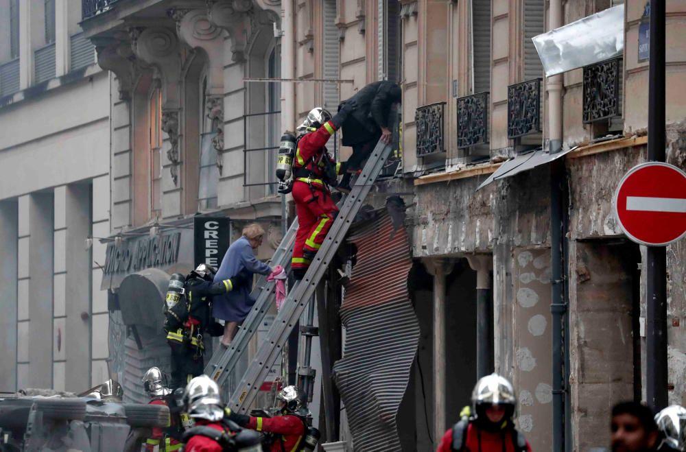 Los servicios de emergencias trabajan en la zona.