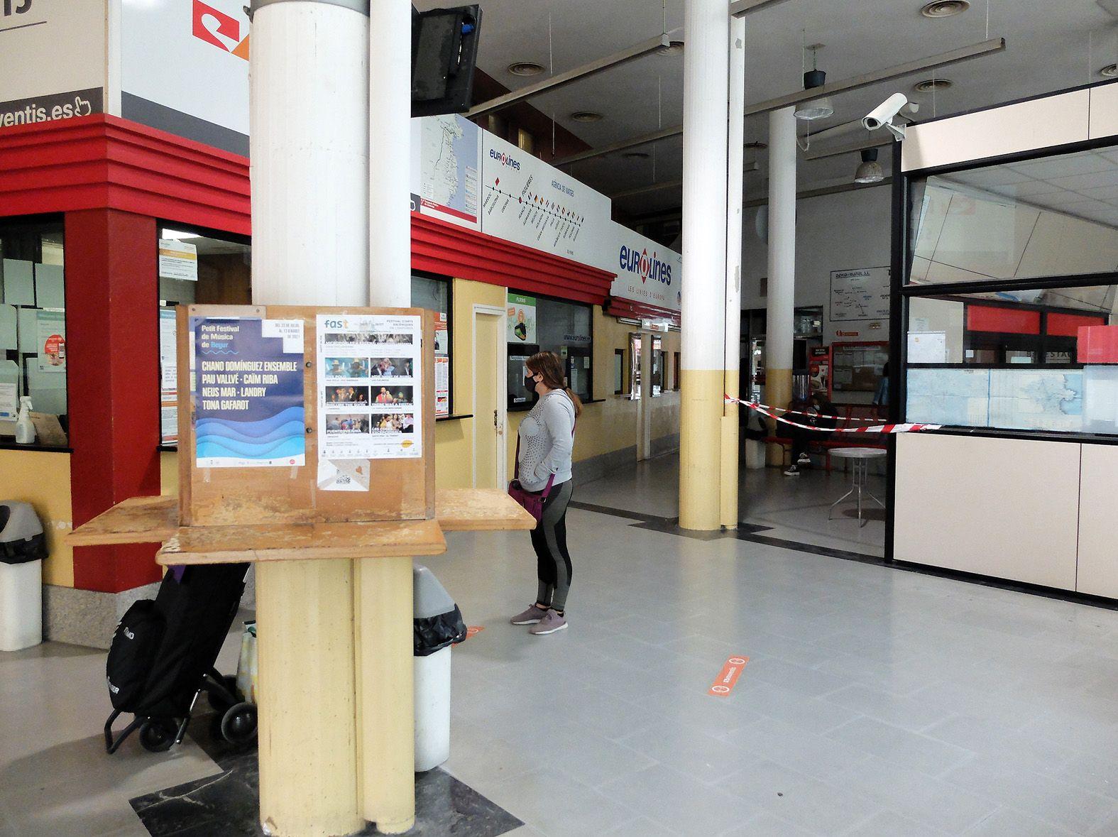 Demanen seguretat privada a l'estació de bus de Figueres pels problemes d'incivisme