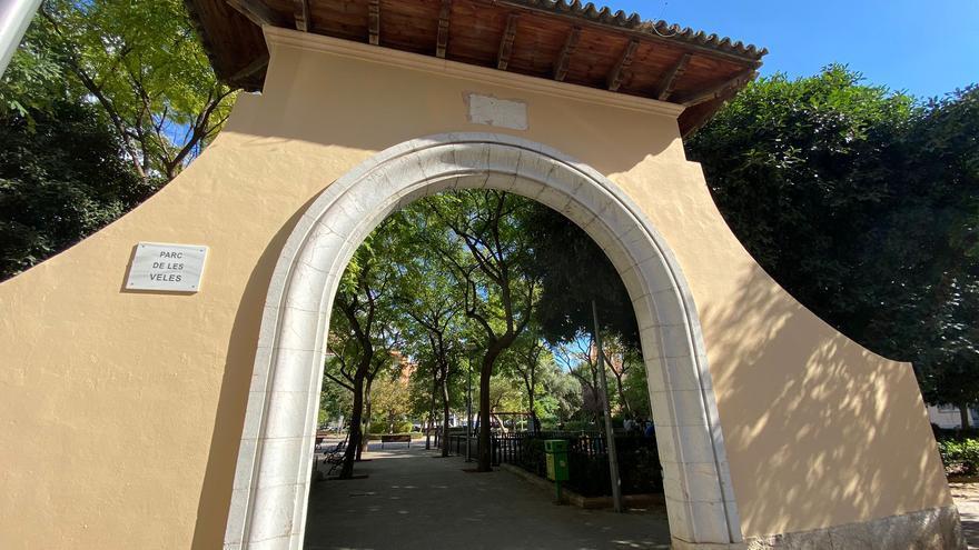 Cort borra el mural de la puerta del Parc de Ses Veles y le devuelve su aspecto original