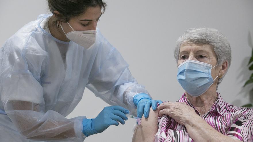 La vacuna derrota al covid en las residencias: ocho casos en una semana