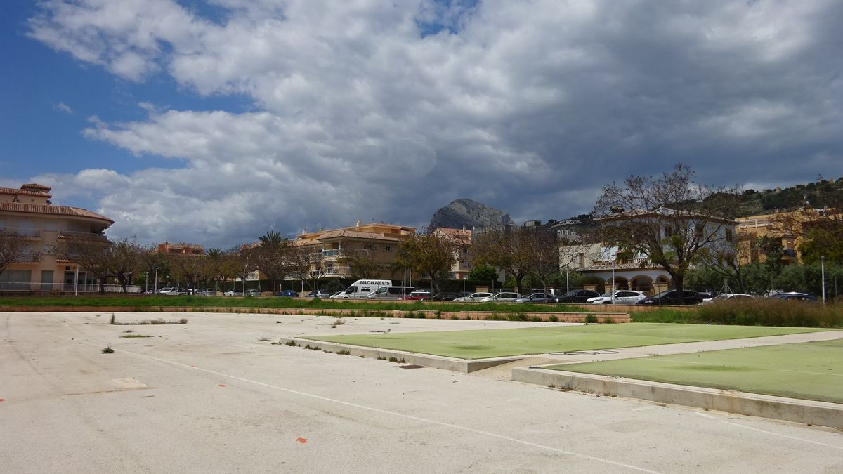 El terreno que ocupará la futura piscina municipal de Xàbia
