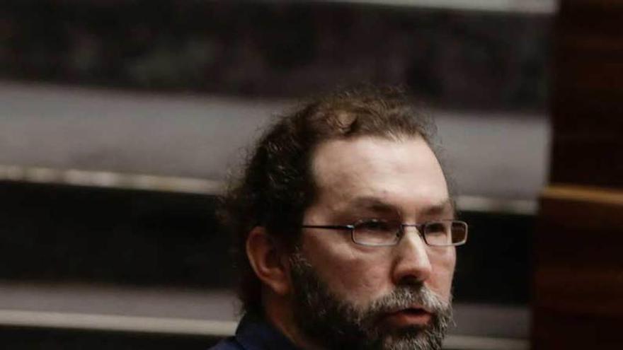 Emilio León dimite como portavoz de Podemos, pero seguirá siendo diputado