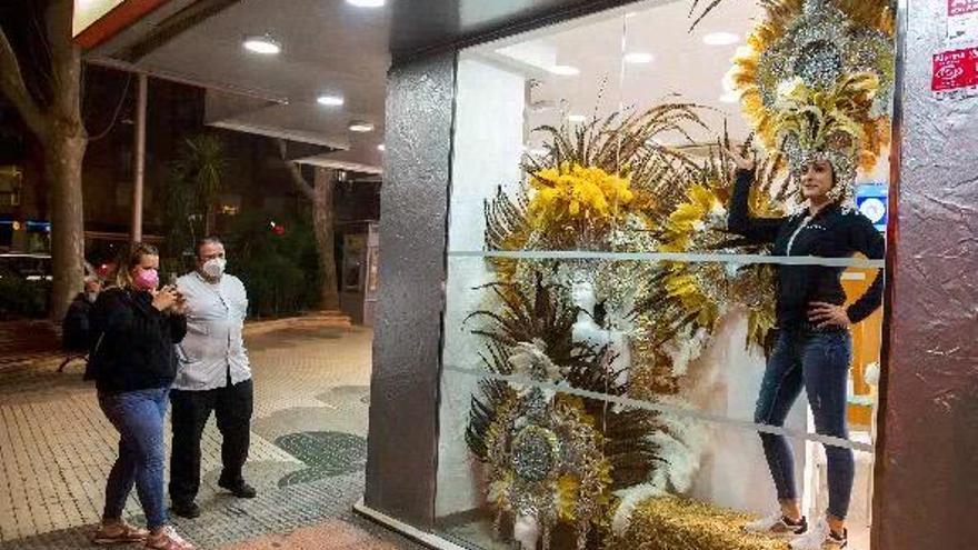 El concurso de balcones y escaparates viste las calles de Cartagena con aires carnavaleros