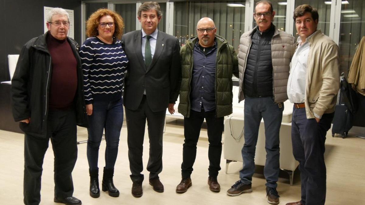 El consejo de administración del Córdoba CF se reúne con la Federación de Peñas