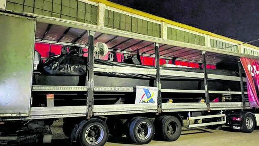 Nueve detenidos con una narcolancha que se dirigía a Marruecos para cargar droga