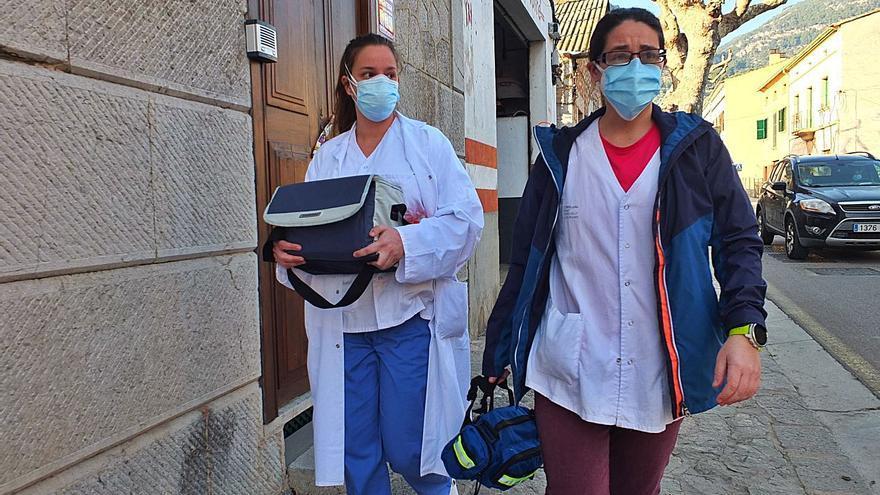Vacunando a pie en Sóller