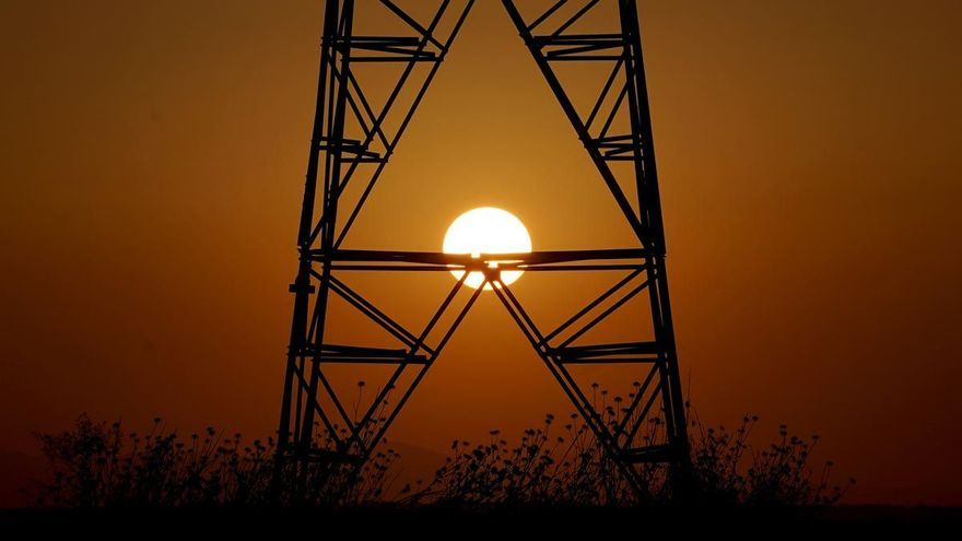 Una reforma del mercado eléctrico ahorraría 10.000 millones al año en la factura de la luz en España