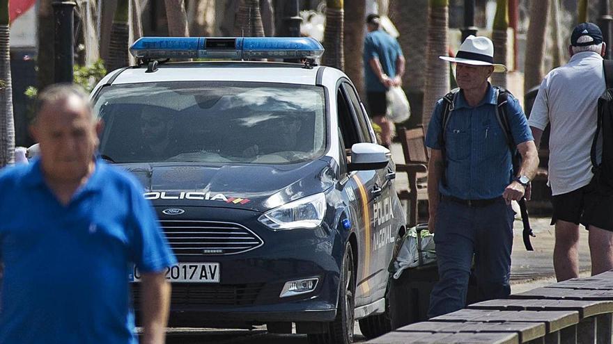 Patrulla de la Policía Nacional.     E.D.