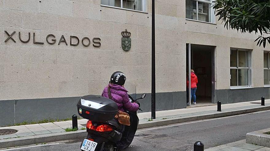 Condenan a un banco a pagar 2.600 euros a una víctima de un delito por internet