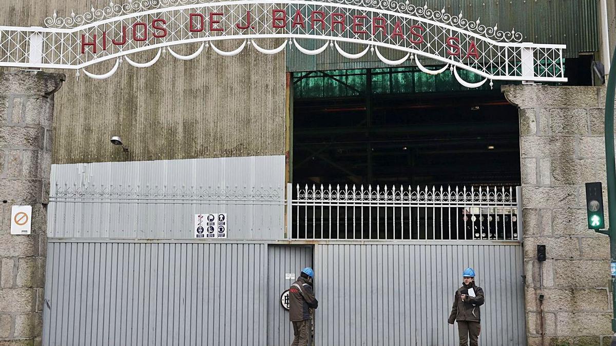 Empleados de Barreras, en las instalaciones de Beiramar