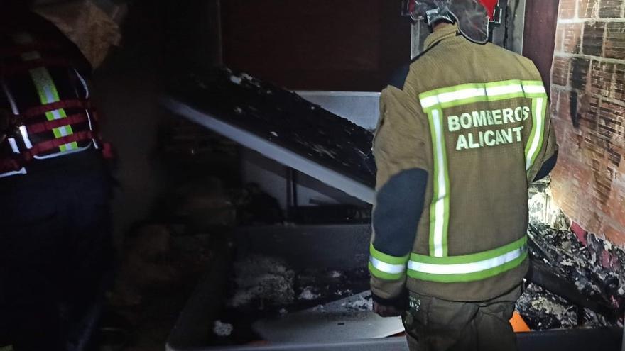 Cuatro heridos durante dos incendios en viviendas durante el fin de semana en Alicante