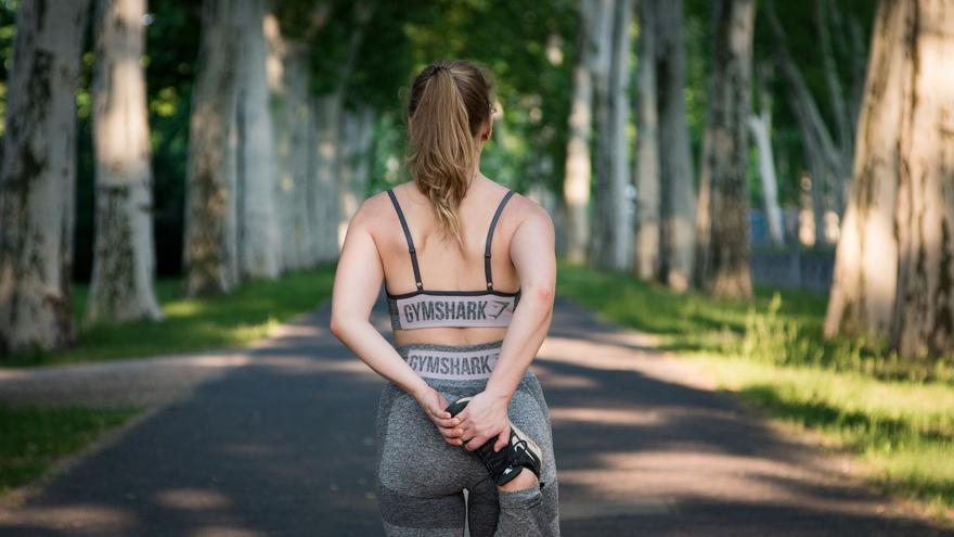Perder peso después de los 40 años: El sencillo gesto que tienes que hacer si quieres tener un vientre plano