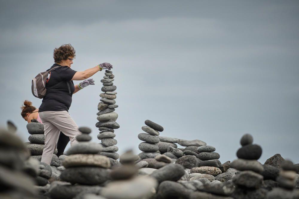 Colocan las piedras de Playa Jardín en su sitio