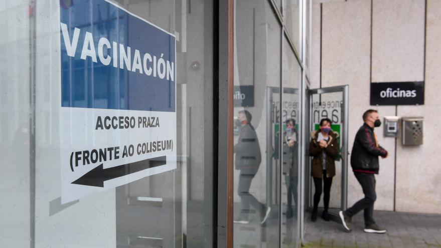 El Sergas cita a 5.938 personas mañana en A Coruña para administrarles la vacuna contra el COVID-19